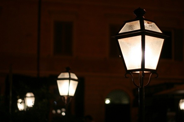 Lamps and the night in Rome_flickr_RaSeLaSeD - Il Pinguino