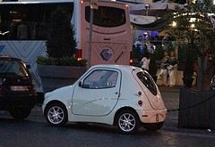 Microcar (photo flickr by PhylB)