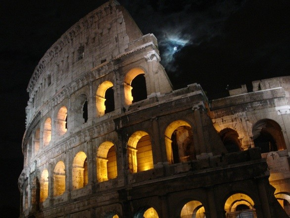 Moonlit Colosseum_flickr_airbabble