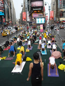 Yoga a Times Square, New York