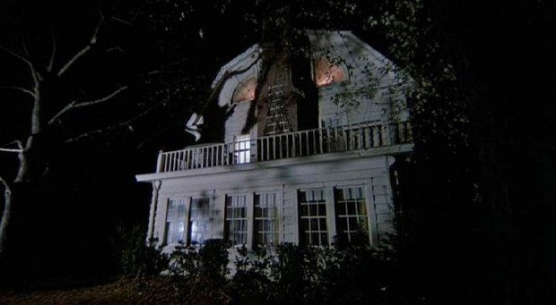 Amityville The Awakening - primo trailer dell'horror con Jennifer Jason Leigh