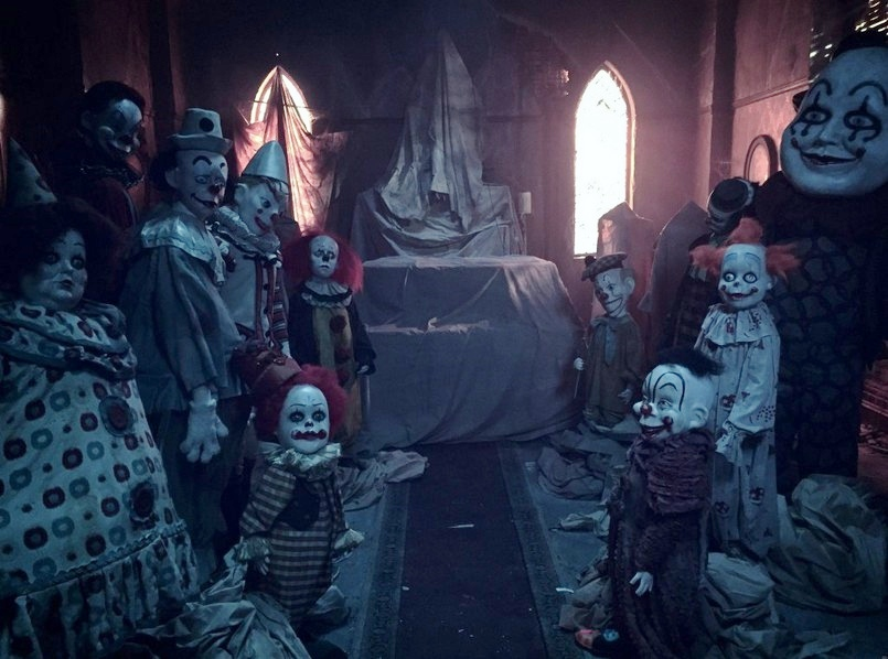 it-il-clown-pennywise-di-tim-curry-nel-nuovo-trailer-2.jpg