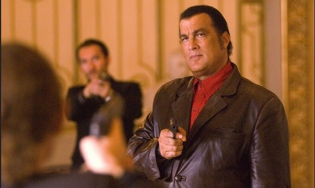 Stasera in tv su Rete 4 Shadow Man - Il triangolo del terrore con Steven Seagal (1)