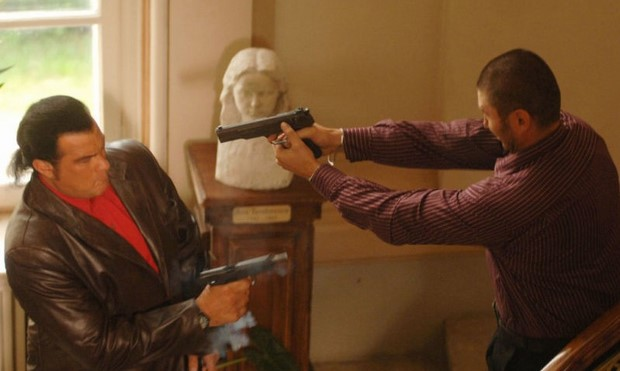 Stasera in tv su Rete 4 Shadow Man - Il triangolo del terrore con Steven Seagal (2)