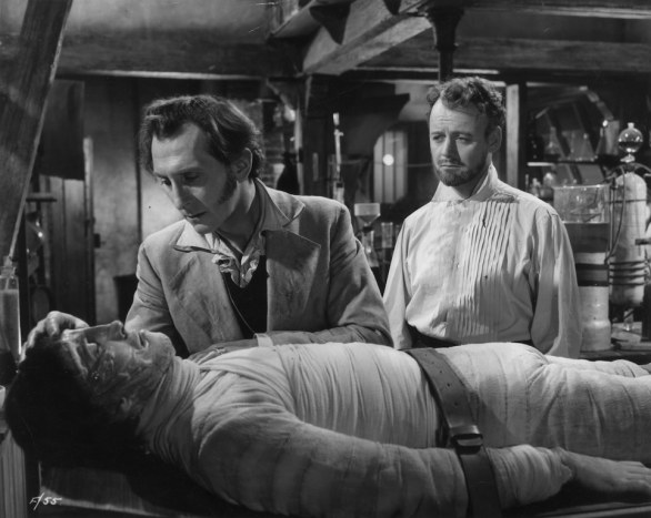 Christopher Lee, Peter Cushing e Robert Urquhart, creatura di The Curse of Frankenstein, Terence Fisher, 1957