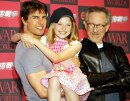 Dakota Fanning, Tom Cruise e Steven Spielberg durante la conferenza di War of the Worlds, 13 giu 2005