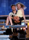 Dakota Fanning e Tom Cruise presentano i Best Picture durante gli MTV Movie Awards, 4 giu 2005