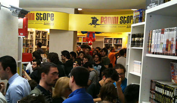 Panini Store - La folla all\'interno