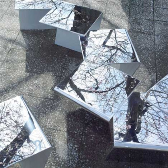 In Flakes, le panchine a specchio by Mount Fuji Architects Studio