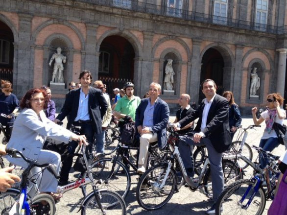 Bike to work day il sindaco de Magistris a Napoli
