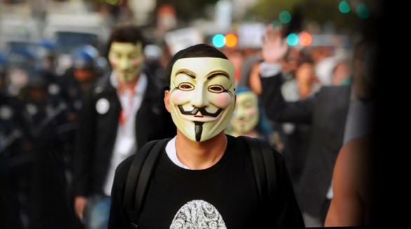 Anonymous attacca PayPal