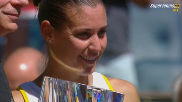 Flavia Pennetta con il trofeo Indian Wells 2014