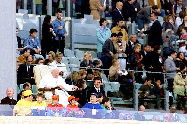 Pope Celebrates Mass for Athletes