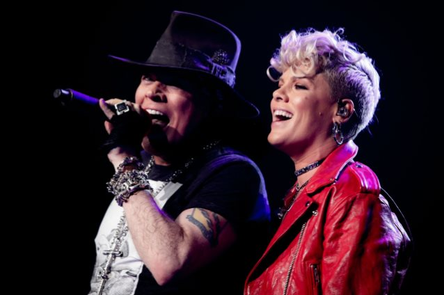 Guns N 39 Roses Featuring Pink Patience Video Madison Square Garden