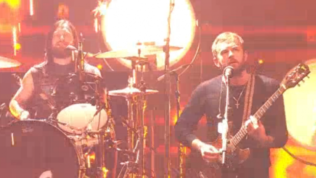 Kings-of-leon-mtv-ema-2013