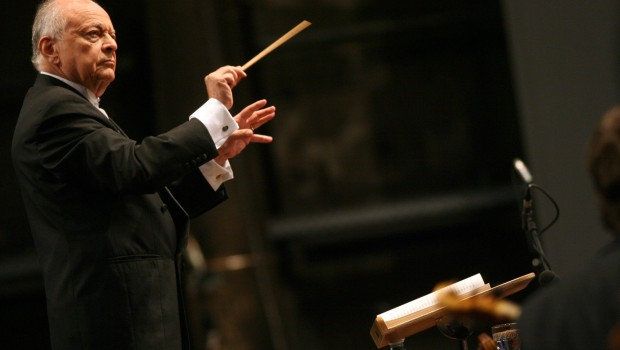 US conductor Lorin Maazel leads his orch