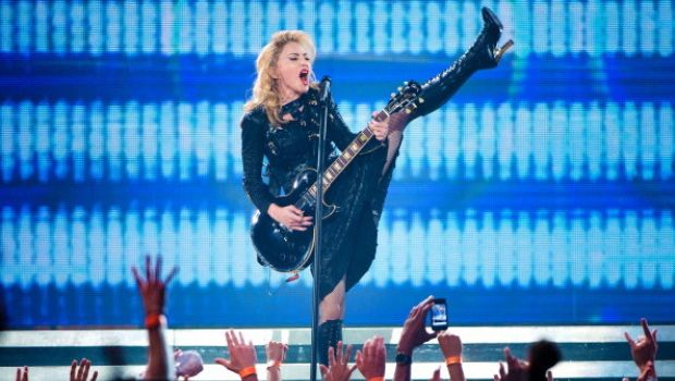 Madonna contro Lady Gaga in Two Steps Behind Me?