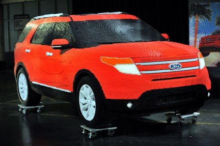 lego una ford explorer a grandezza naturale con 380000 mattoncini. Black Bedroom Furniture Sets. Home Design Ideas