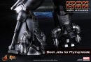 Iron Man: l\'action figure di Iron Monger con Obadiah Stane (Jeff Bridges) da Hot Toys