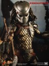 Predator: l'action figure di un alieno Yautja dal film Predators da Hot Toys